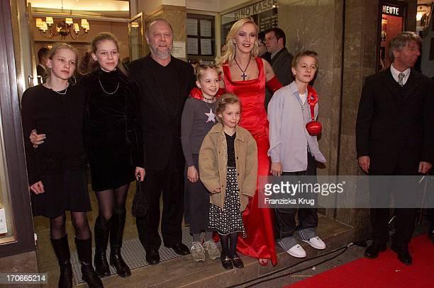 Martha + Janina Regisseur + Produzent Joseph Vilsmaier, Tochter Theresa, Tochter Josefina, Die Hauptdarstellerin Katja Flint + Ihr Sohn Oscar Flint...