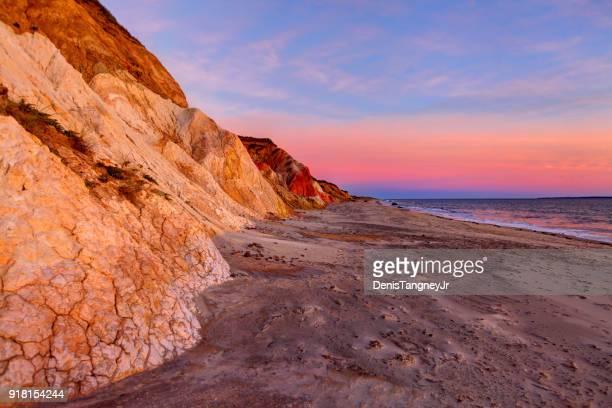 marthas vineyard colorido aquinnah cliffs - massachusetts fotografías e imágenes de stock