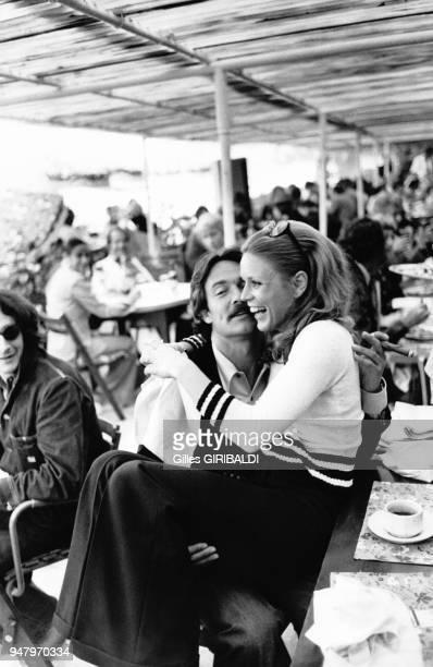 Marthe Keller dans les bras de Jacques Charrier au Festival de Cannes le 17 mai 1973 a Cannes France