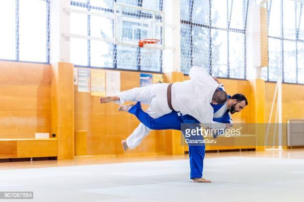 柔道競技における武道アルティスティ - 柔道 ストックフォトと画像