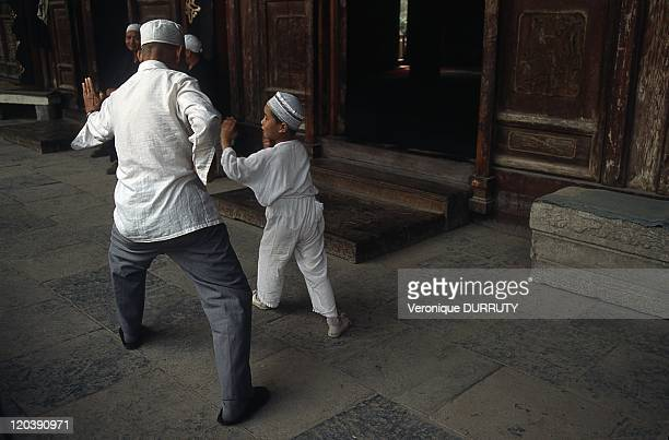 Martial arts lesson in the courtyard of the great mosque of xi'an in Shaanxi China The Great Mosque of Xi'an located near the Drum Tower on 30 Huajue...
