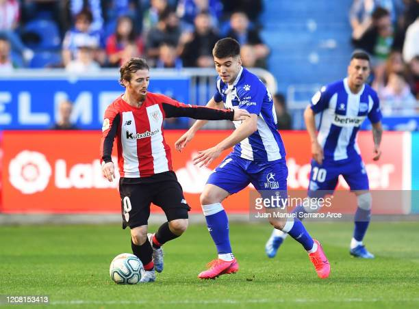 Martin Aguirregabiria of Deportivo Alaves duels for the ball with Iker Muniain of Athletic Club during the Liga match between Deportivo Alaves and...