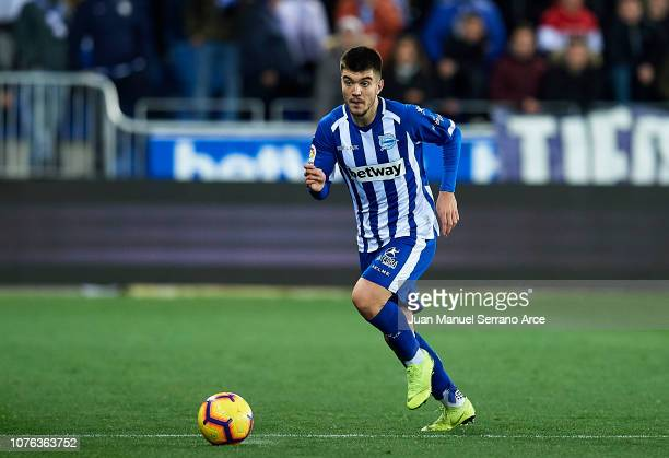 Martin Aguirregabiria of Deportivo Alaves in action during the La Liga match between Deportivo Alaves and Sevilla FC at Estadio de Mendizorroza on...