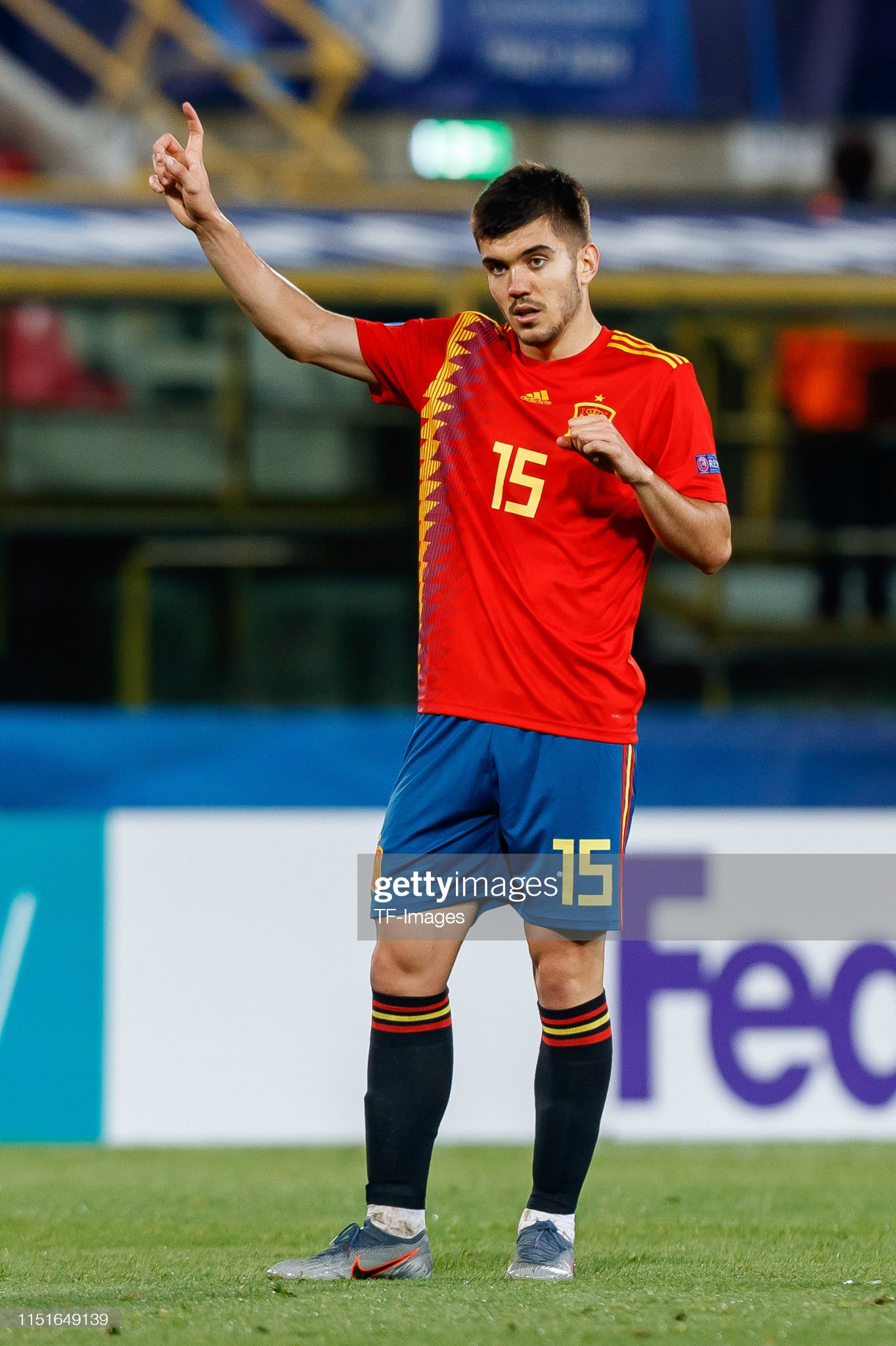¿Cuánto mide Martín Aguirregabiria? - Altura Martin-aguirregabiria-of-spain-gestures-during-the-2019-uefa-u21-a-picture-id1151649139?s=2048x2048