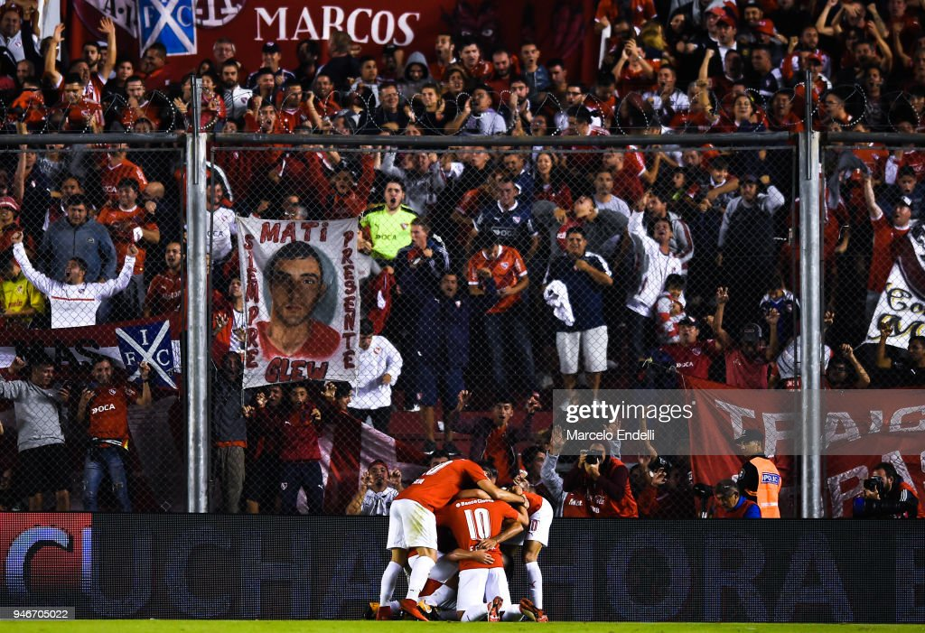 Martin Benitez of Independiente celebrates with teammates after scoring the first goal of his team during a match between Independiente and Boca Juniors as part of Superliga 2017/18 at Libertadores de America Stadium on April 15, 2018 in Buenos Aires, Argentina.