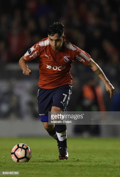 Martin Benitez of Independiente drives the ball during a second leg match between Independiente and Atletico Tucuman as part of round of 16 of Copa...