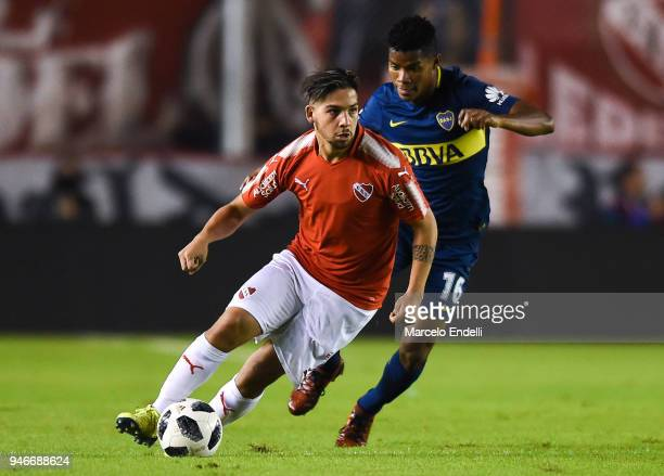 Martin Benitez of Independiente fights for the ball with Wilmar Barrios of Boca Juniors during a match between Independiente and Boca Juniors as part...