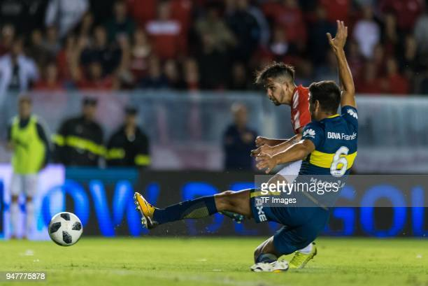 Martin Benitez of Independiente scores his team's first goal during a match between Independiente and Boca Juniors as part of Superliga 2017/18 at...