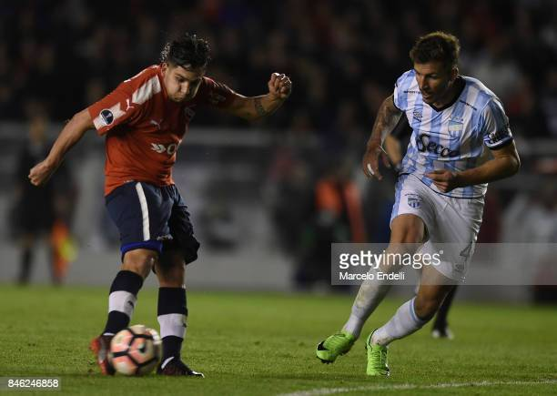 Martin Benitez of Independiente shoots to score the second goal of his team during a second leg match between Independiente and Atletico Tucuman as...