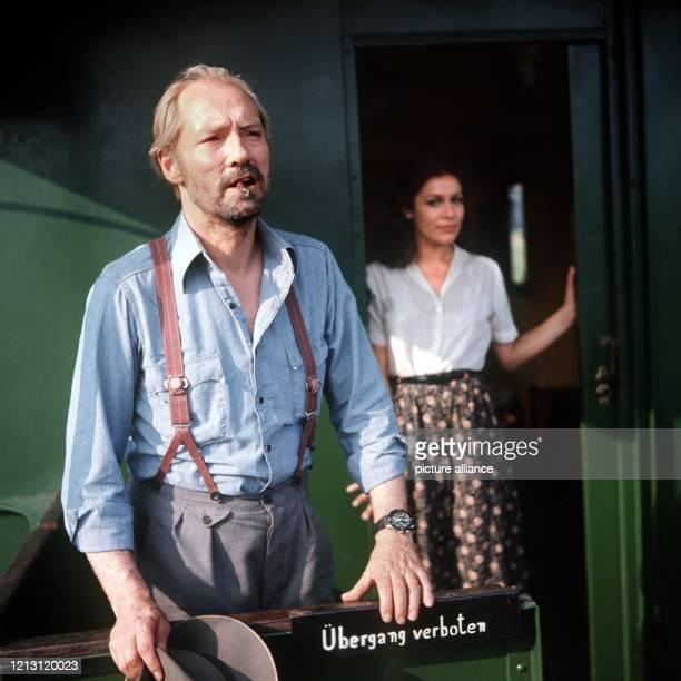 """Martin Benrath und Hannelore Elsner im Juli 1975 bei Dreharbeiten zum Film """"Berlinger"""", in dem er die Titelrolle übernommen hatte. Der Schauspieler..."""