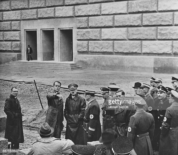 Martin BormannKarl BrandtAdolf Hitler Politiker NSDAP D auf dem Gelände des Reichsparteitags in Nürnberg bei einer Besichtigung der im Bau...