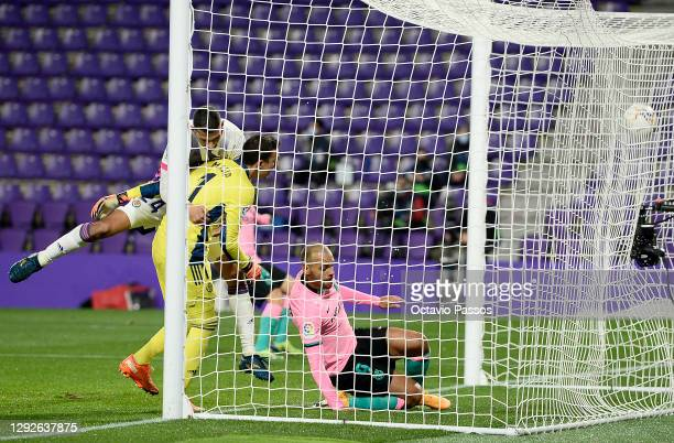 Martin Braithwaite of Barcelona scores their sides second goal during the La Liga Santander match between Real Valladolid CF and FC Barcelona at...