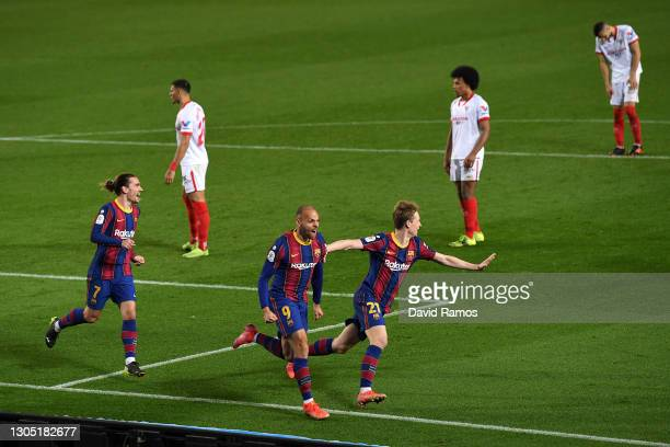 Martin Braithwaite of FC Barcelona celebrates with Antoine Griezmann and Frenkie de Jong after scoring their side's third goal during the Copa del...
