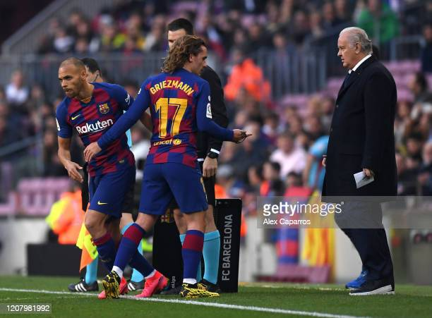 Martin Braithwaite of FC Barcelona replaces Antoine Griezmann of FC Barcelona during the La Liga match between FC Barcelona and SD Eibar SAD at Camp...