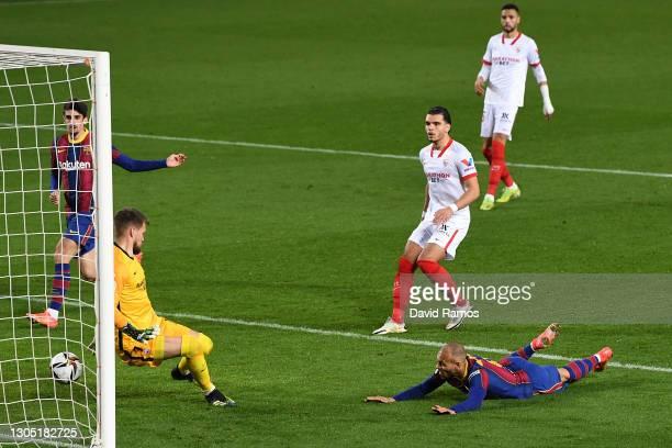 Martin Braithwaite of FC Barcelona scores their sides third goal past Tomas Vaclik of Sevilla during the Copa del Rey Semi Final Second Leg match...