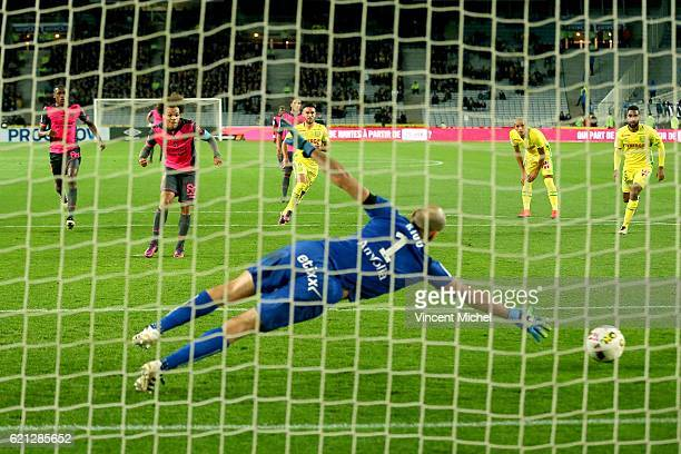 Martin Braithwaite of Toulouse scores the first goal during the Ligue 1 match between Fc Nantes and Toulouse Fc at Stade de la Beaujoire on November...
