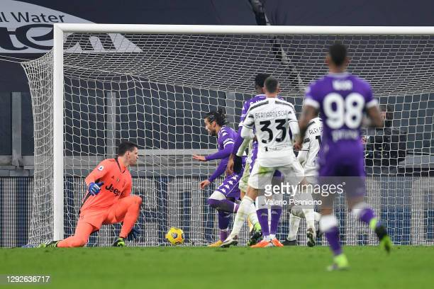 Martin Caceres of Fiorentina scores their team's third goal during the Serie A match between Juventus and ACF Fiorentina at Allianz Stadium on...