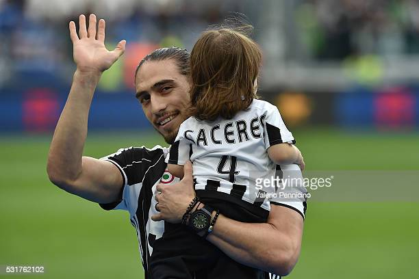 Martin Caceres of Juventus FC with his children celebrates after beating UC Sampdoria 50 to win the Serie A Championships after the Serie A match...