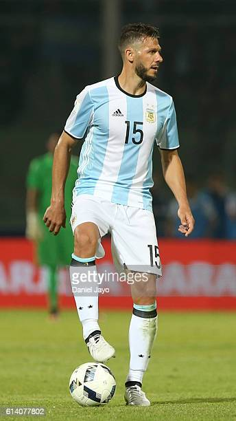 Martin Demichelis of Argentina plays the ball during a match between Argentina and Paraguay as part of FIFA 2018 World Cup Qualifiers at Mario...