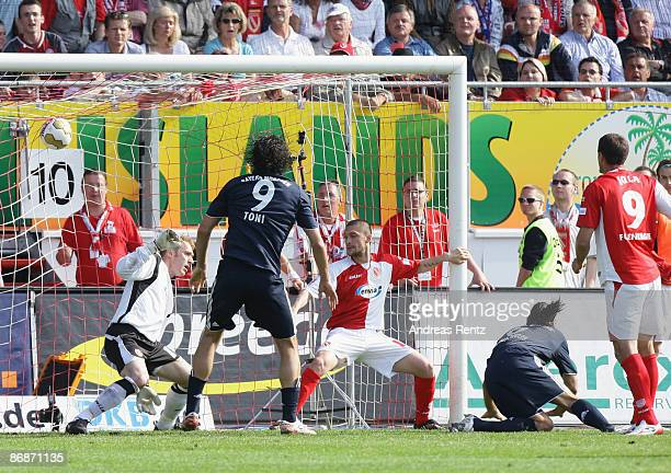 Martin Demichelis of Munich scores by header his team's second goal during the Bundesliga match between FC Energie Cottbus and Bayern Muenchen at the...