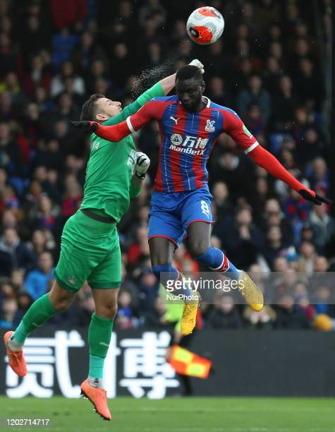 Martin Dubravka of Newcastle United and Cheikhou Kouyate of Crystal Palace jumping for the ball during the Premier League match between Crystal...