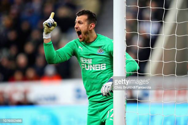 Martin Dubravka of Newcastle United shouts at his team during the Premier League match between Newcastle United and Manchester United at St James...
