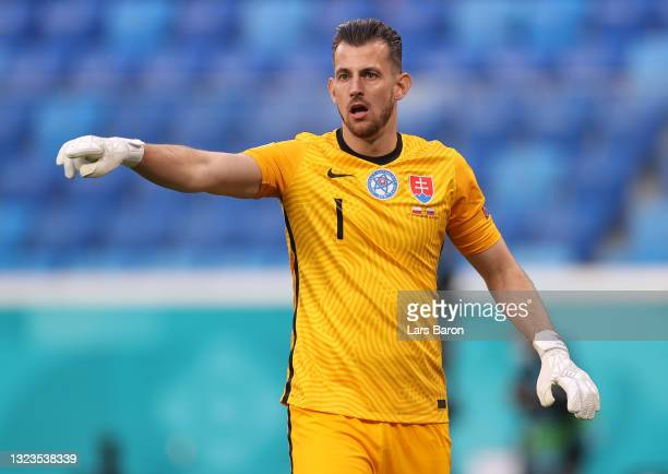 Martin Dubravka of Slovakia gives instructions during the UEFA Euro 2020 Championship Group E match between Poland and Slovakia at the Saint...