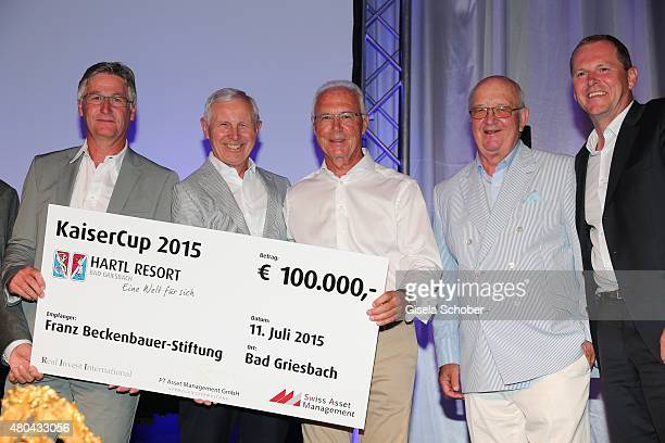 Martin Eininger HansDieter Cleven Franz Beckenbauer Alois Hartl with cheque during the Kaiser Cup 2015 golfcup and gala on July 11 2015 in Bad...