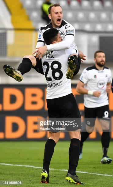Martin Erlic of Spezia celebrates with teammate Ardian Ismajli after scoring their team's third goal during the Serie A match between Spezia Calcio...