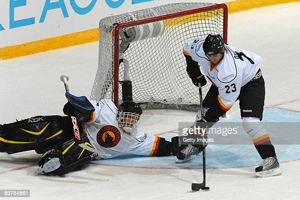 Martin Gelinas of Bern saves the puck during the IIHF Champions Hockey League match between Espoo Blues and SC Bern on November 19, 2008 in Espoo,...