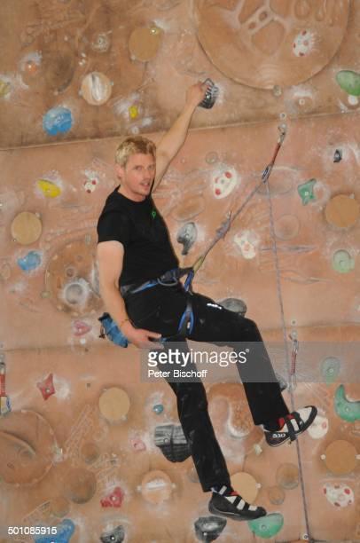 Martin Gruber PK zur ZDFSerie Die Bergwacht Kletterwand vom Deutschen Alpenverein München Bayern Europa Kletterer Seil Sport Schauspieler Promi BBB...