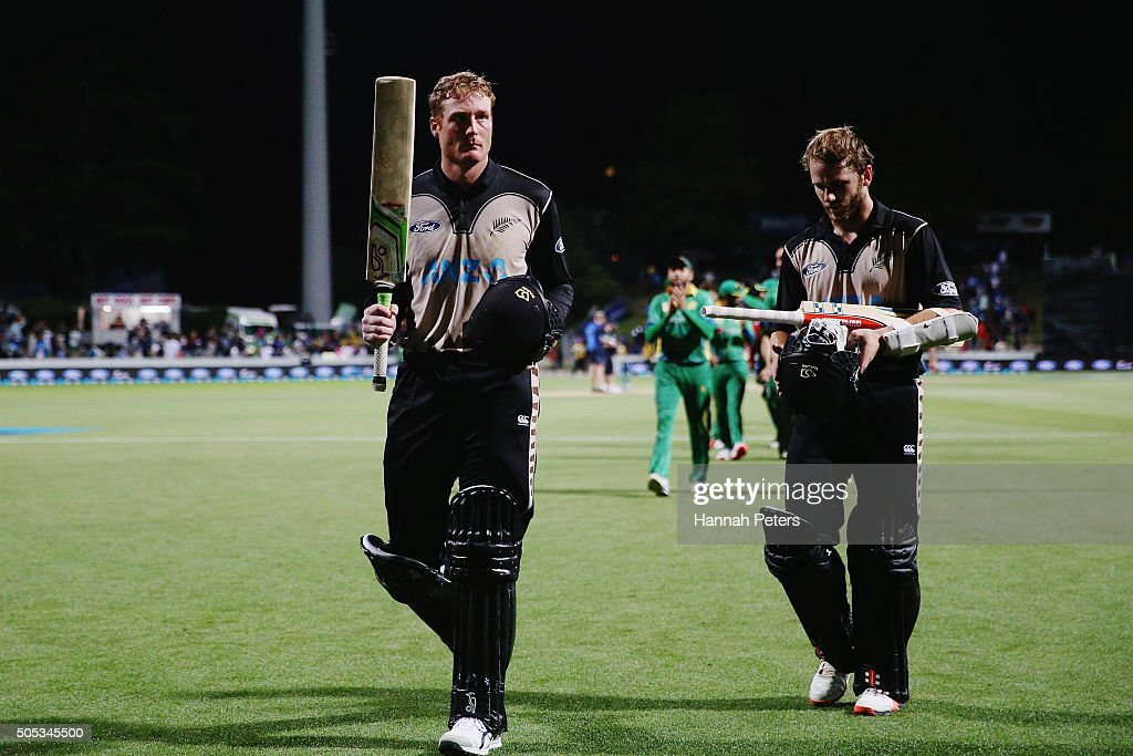 Martin Guptill of the Black Caps acknowledges the crowd with Kane Williamson of the Black Caps after winning the International Twenty20 match between New Zealand and Pakistan at Seddon Park on January 17, 2016 in Hamilton, New Zealand.