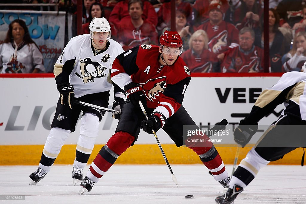 Martin Hanzal #11 of the Arizona Coyotes skates with the puck ahead of Evgeni Malkin #71 of the Pittsburgh Penguins during the NHL game at Gila River Arena on October 10, 2015 in Glendale, Arizona. The Coyotes defeated the Penguins 2-1.