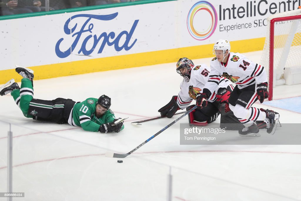 Martin Hanzal #10 of the Dallas Stars battles for the puck against Richard Panik #14 of the Chicago Blackhawks and Corey Crawford #50 of the Chicago Blackhawks in the third period at American Airlines Center on December 21, 2017 in Dallas, Texas.