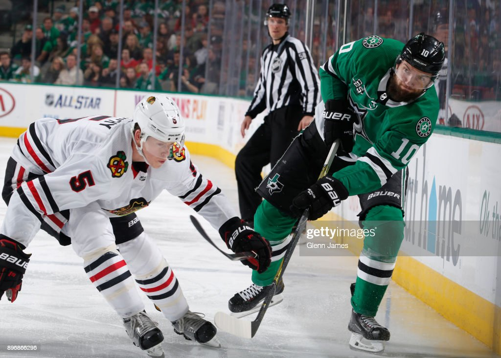 Martin Hanzal #10 of the Dallas Stars makes a pass to a teammate against Connor Murphy #5 of the Chicago Blackhawks at the American Airlines Center on December 21, 2017 in Dallas, Texas.