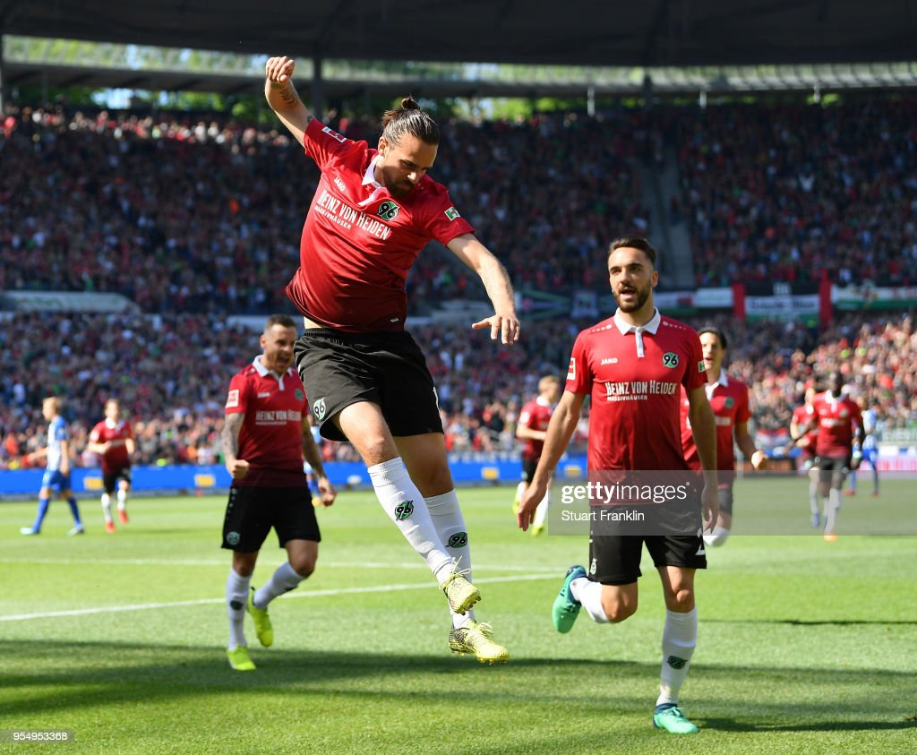 Martin Harnik of Hannover celebrates scoring the first goal during the Bundesliga match between Hannover 96 and Hertha BSC at HDI-Arena on May 5, 2018 in Hanover, Germany.
