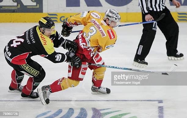Martin Hinka of Hanover and Peter Boon of DEG fight for the puck during the DEL match between Hannover Scorpions and DEG Metro Stars at the TUI Arena...