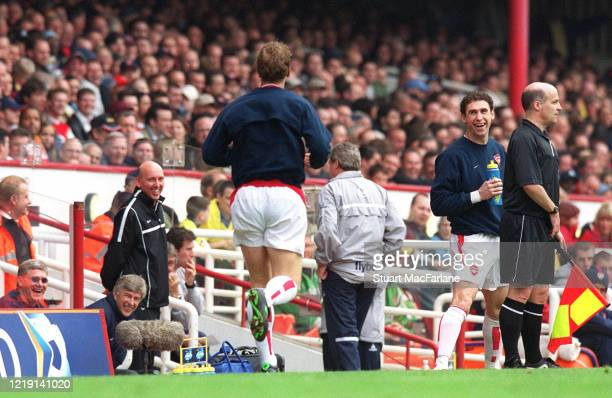 Martin Keown, Arsene Wenger the Arsenal Manager and Ray Parlour of Arsenal share a joke on the touchline during the Premier League match between...