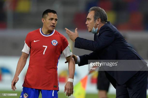Martin Lasarte Coach of Chile talks to Alexis Sanchez of Chile during a match between Argentina and Chile as part of South American Qualifiers for...