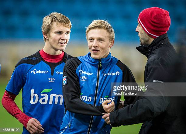 Martin Odegaard Mats Moller Daehli and coach Martin Foyston during the Norway training session at Ullevaal Stadion on November 11 2014 in Oslo Norway