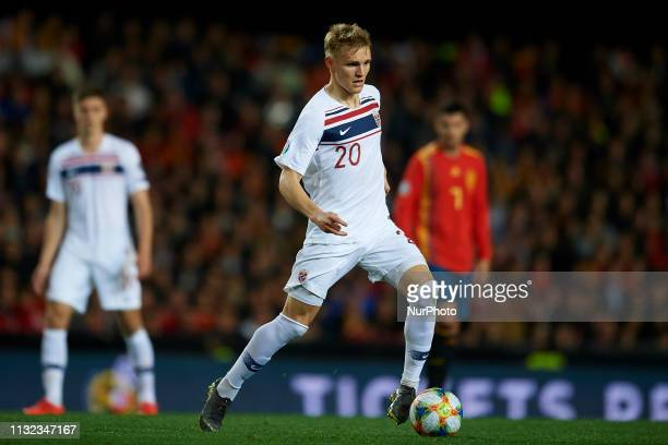 Martin Odegaard of Norway controls the ball during the 2020 UEFA European Championships group F qualifying match between Spain and Norway at Estadi...
