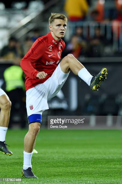 Martin Odegaard of Norway warms up before the 2020 UEFA European Championships group F qualifying match between Spain and Norway at Estadio de...