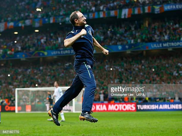 Martin O'Neill manager of Republic of Ireland celebrates before the final whistle during the UEFA EURO 2016 Group E match between Italy and Republic...