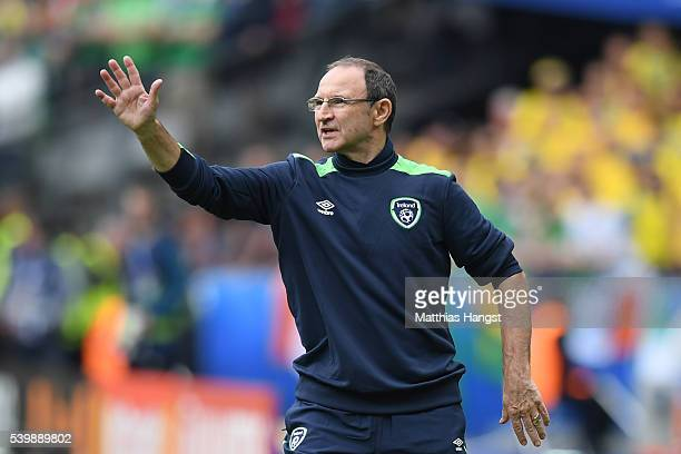 Martin O'Neill manager of Republic of Ireland gestures during the UEFA EURO 2016 Group E match between Republic of Ireland and Sweden at Stade de...