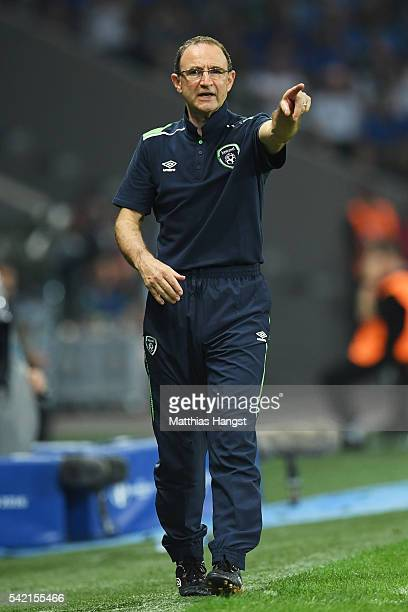 Martin O'Neill manager of Republic of Ireland gestures during the UEFA EURO 2016 Group E match between Italy and Republic of Ireland at Stade...