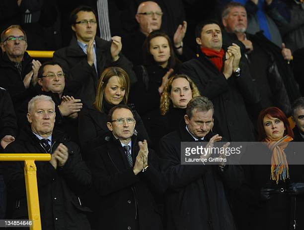 Martin O'Neill of Sunderland pays his tribute to Gary Speed in a minutes applause during the Barclays Premier League match between Wolverhampton...