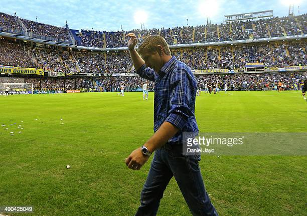 Martin Palermo coach of Arsenal greets fans before a match between Boca Juniors and Arsenal FC as part of 16th round of Torneo Final 2014 at Alberto...
