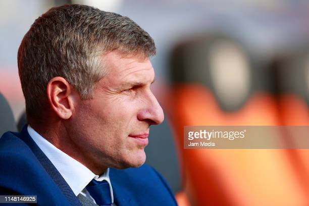 Martin Palermo Coach of Pachuca looks on during the quarterfinals first leg match between Pachuca and Tigres UANL as part of the Torneo Clausura 2019...