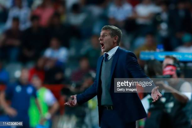 Martin Palermo Head Coach of Pachuca gives instructions to his players during the quarterfinals first leg match between Pachuca and Tigres UANL as...