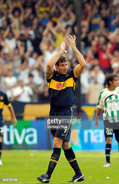 Martin Palermo of Boca Juniors greets the team's supporters after an Argentine Apertura Primera A 2009 soccer match against Banfield at the La...